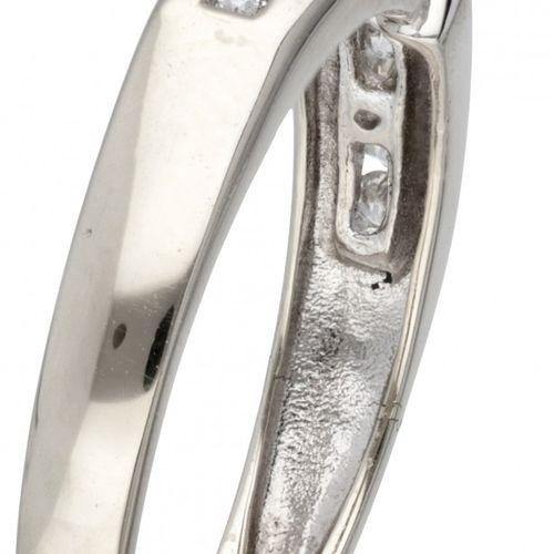 14K. White gold ring set with approx. 0.49 ct. Diamond. 印章:585。有11颗明亮式切割钻石(1颗约0.…
