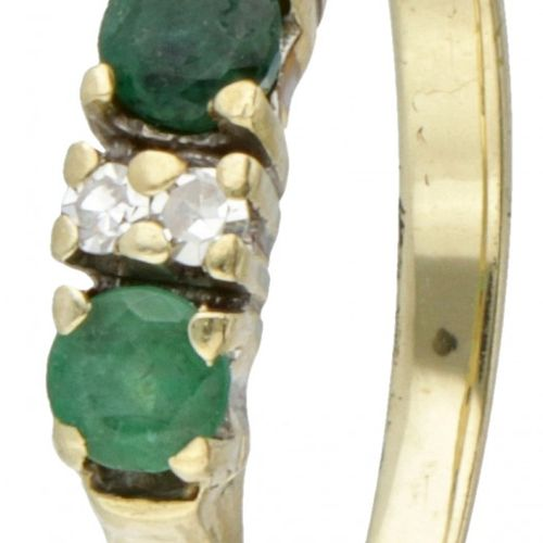 14K. Yellow gold ring set with approx. 0.45 ct. Natural emerald and approx. 0.06…