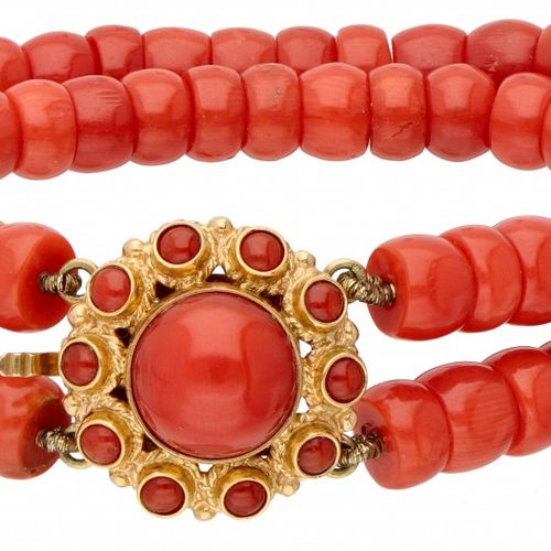 Two row red coral bracelet with a 14K. Yellow gold closure. 印章:585,XXX。Ø 红珊瑚封口:1…