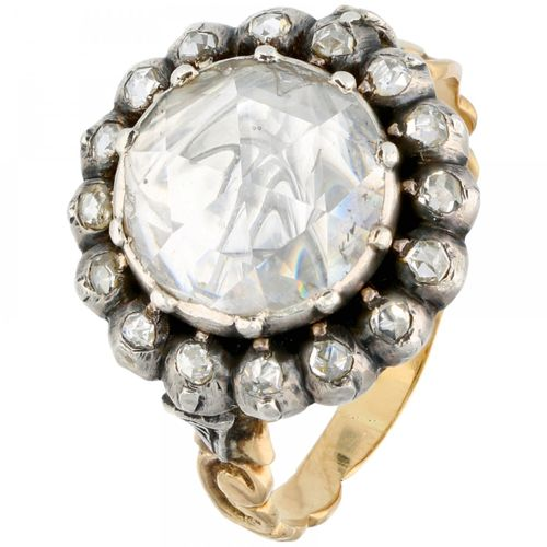 Vintage 14K. Yellow gold rosette ring set with approx. 2.00 ct. Diamond in a 925…