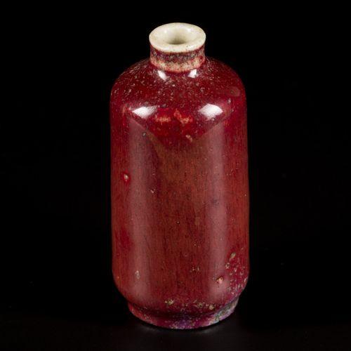 A porcelain sang de boeuf snuff bottle, China, 19th century. H. 7,5 cm. Estimati…