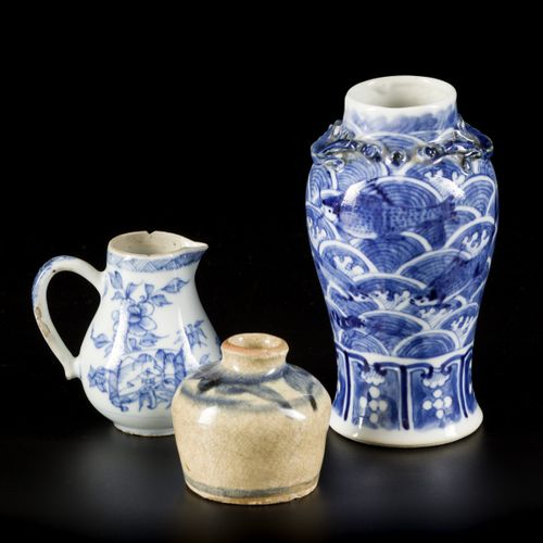 A lot comprising various porcelain items a.W. A chocolate jug, China, 18th & 19t…