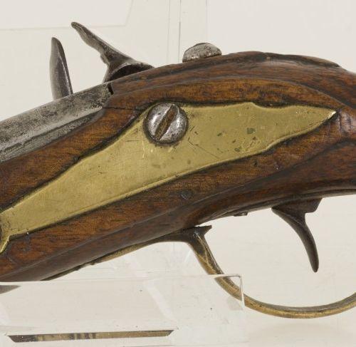 A small model flintlock travel / ladies pistol, 18th century. Pour la poudre à c…