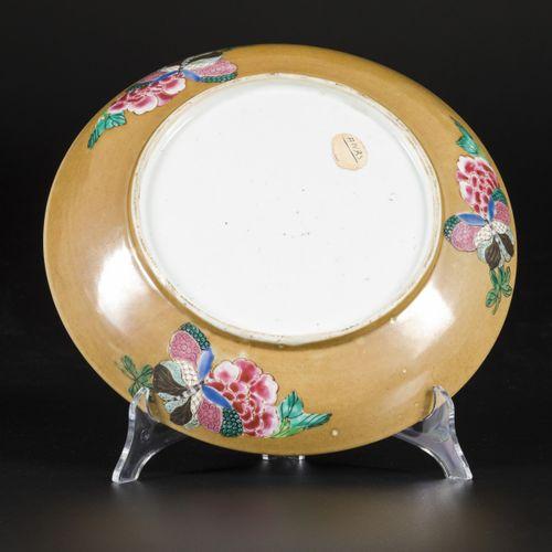 A porcelain dish with famille rose decor and café au lait back, China, Yongzheng…