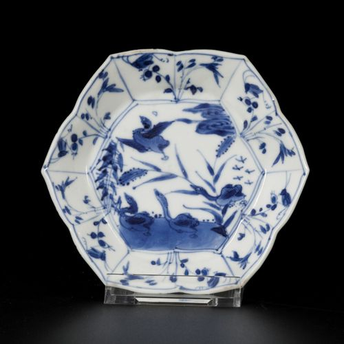 A set of (3) porcelain angled plates with bird decoration, China, Kangxi. 直径11厘米…