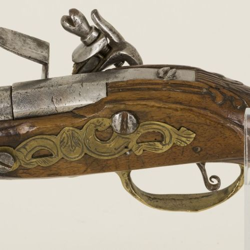 A Napoleontic flintlock pistol, 18th/ 19th century. 有修复,用于火药。估计:150 200欧元。