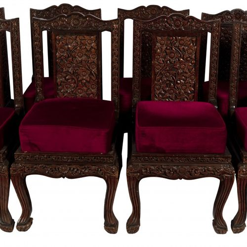 A set of (8) Balinese carved dining chairs, Indonesia, 20th century. Le dossier …