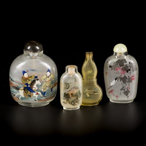 A lot comprised of (4) glass snuff bottles with various decorations, China, 1st …