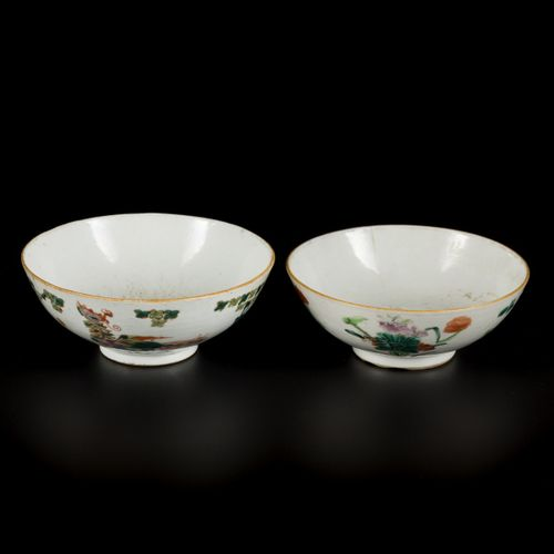 A set of (2) porcelain bowls wih floral decor, birds and phoenixes, China, Tong …