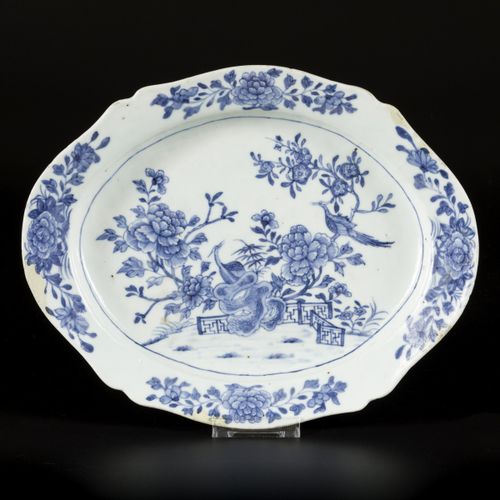 A porcelain bowl with decoration of birds and flowers, China, Qianglong. Diam. 3…