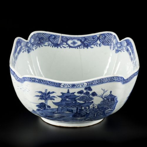 A porcelain salad bowl with decor of landscapes and temples, China, Qianglong. D…