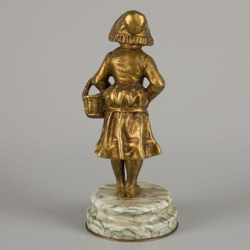 Possibly: Affortunato Gory (XIX XX), A bronze sculpture depicting a flower girl,…