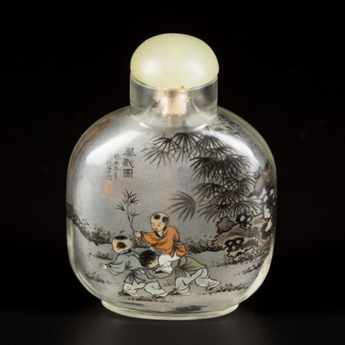 A glass snuff bottle decorated with children, China, 1st half 20th century. H. 7…