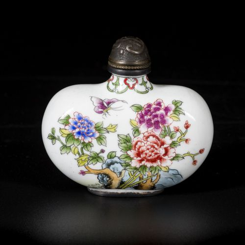 An enamel snuff bottle decorated with flowers, marked Qianglong, China, 20th cen…