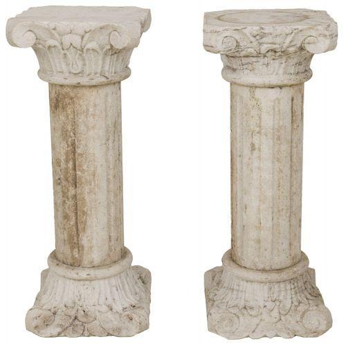 A set of (2) marble columns with Corinthian capital. 19ème / 20ème. C. H. 78 cm.…