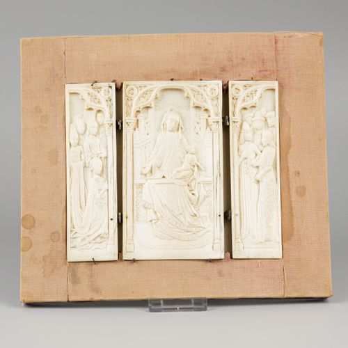 An ivory triptych, possibly 16th. C. Or later, possibly France (Dieppe). Charniè…