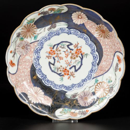 A set of (2) porcelain Imari plates with lobed outer edge, Japan, 18th century. …