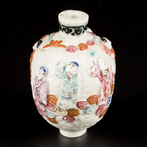 A porcelain famille rose snuff bottle decorated with 8 immortals, China, 19th ce…