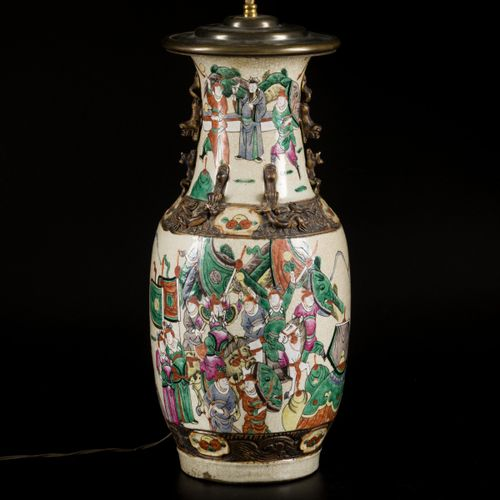 A lot comprised of (2) Nan King ware vases, China, first half 20th C. Transformé…