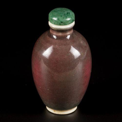 A porcelain sang de boeuf snuff bottle, China, 19th century. H. 8,5 cm. Estimati…