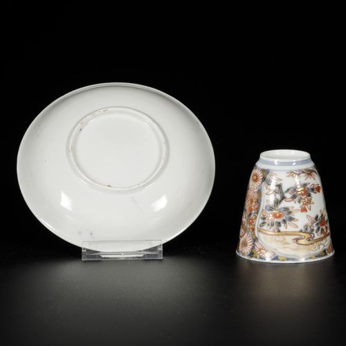 A set of (5) porcelain cups and saucers with Imari decor, Japan, 18th century. D…