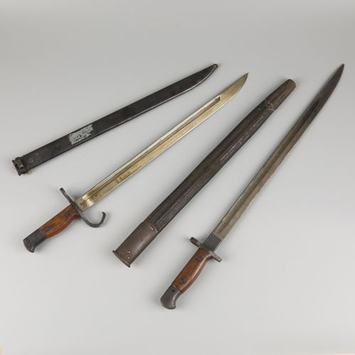 A lot comprised of (2) WOI British bayonets, 1st quarter 20th century. A.W. Une …