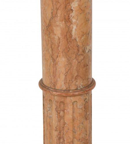 A red marble pedestal, Italy, ca. 1900. Le plateau est manquant, la colonne uniq…