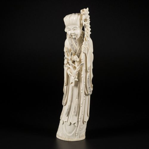 An ivory sculpture of a Chinese gentleman, China, 1st half 20th century. 测量。31 x…