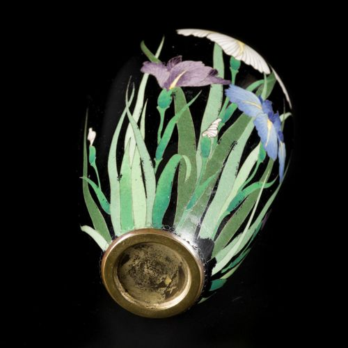 A cloisonne vase decorated with plants. Japan, late 19th century. Dim. 15,5 x 8 …