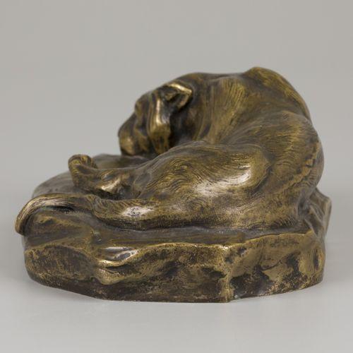 """Henri Payen (1894 1933), A reclining young lion. 青铜器,有签名,并刻有 """"editeur""""(背面)。  L.2…"""