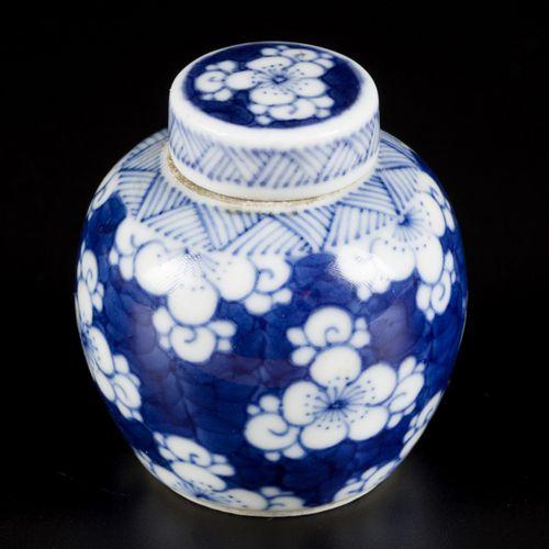 A porcelain storage jar with prunus decor, China, 19th century. H. 5,5 cm. Estim…