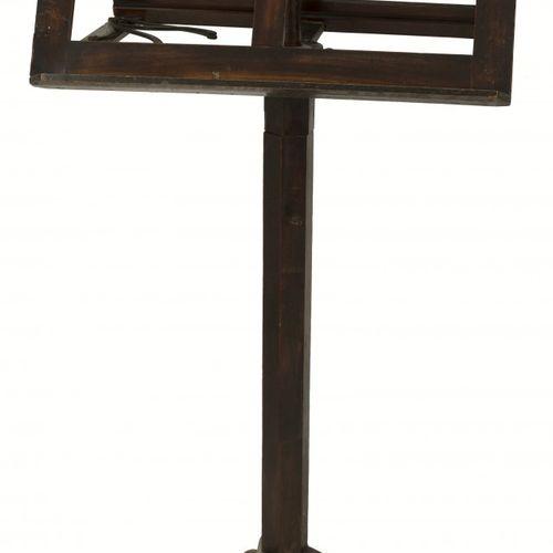 A wooden eclesiastical / music stand, 19th century. Avec chandelier en métal att…