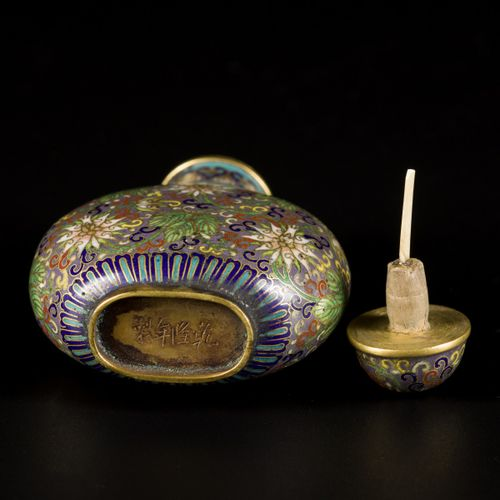 A cloisonne snuff bottle with floral decoration, marked Qianglong, China, 19th c…