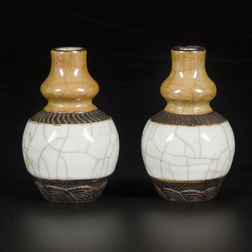 A set of (2) vases in Nanking earthenware, China, 19th century. Dim.13 x 8 cm.估计…