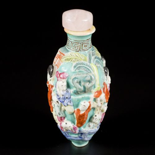 A porcelain famille rose snuff bottle decorated with 4 concubines and 16 childre…