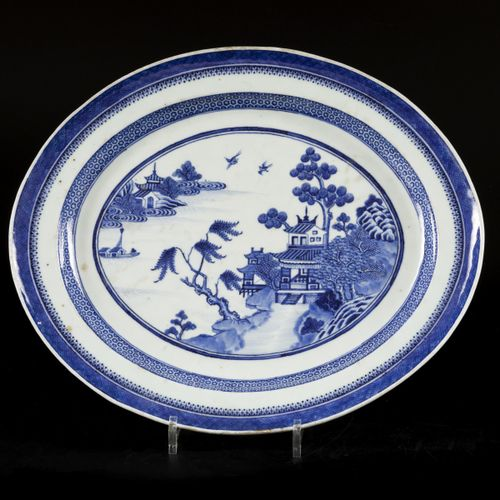 A porcelain fishbowl with trivet in landscape decor, China, Qianglong. 直径40厘米。估计…