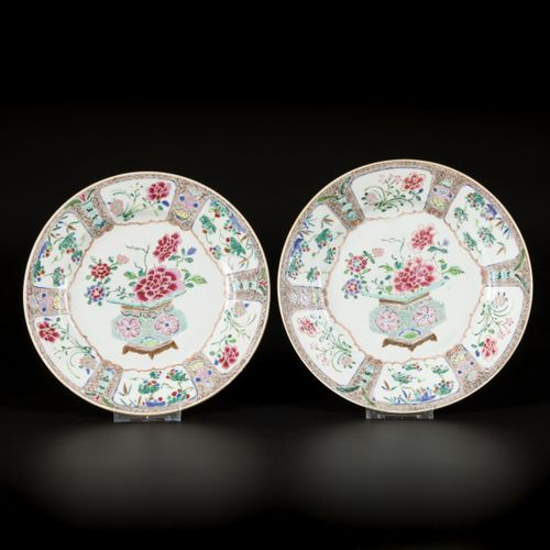 A set of (6) porcelain plates with floral decoration, China, 18th century. 直径22.…