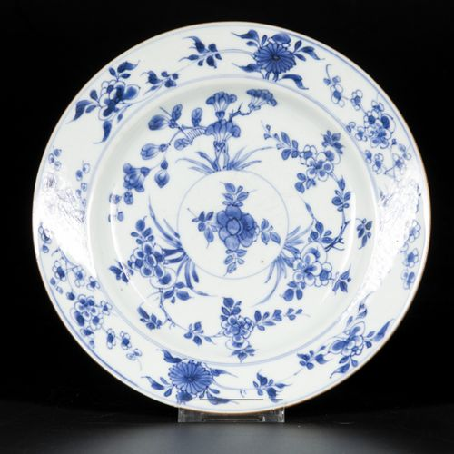 A lot comprised of (2) porcelain plates with floral decoration in circle, China,…