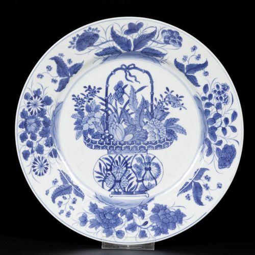 A set of (2) porcelain dishes with handle basket decor, China, Kangxi. Diam. 26 …