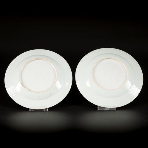 A set of (2) porcelain plates with Imari decoration, China, 18th century. 直径23厘米…