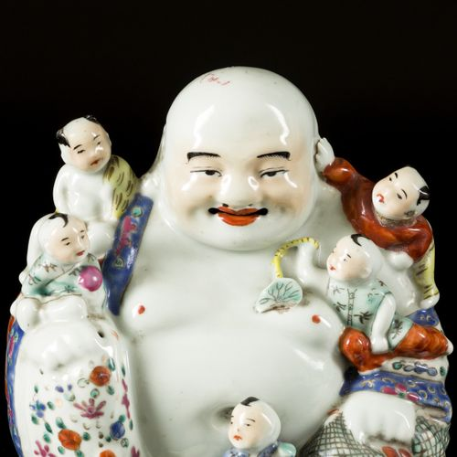 A porcelain Buddha with children, China, 1st half 20th century. Dim. 20 x 19 cm.…