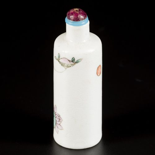 """A porcelain snuff bottle decorated with """"Long Eliza"""", China, Republic period. H.…"""