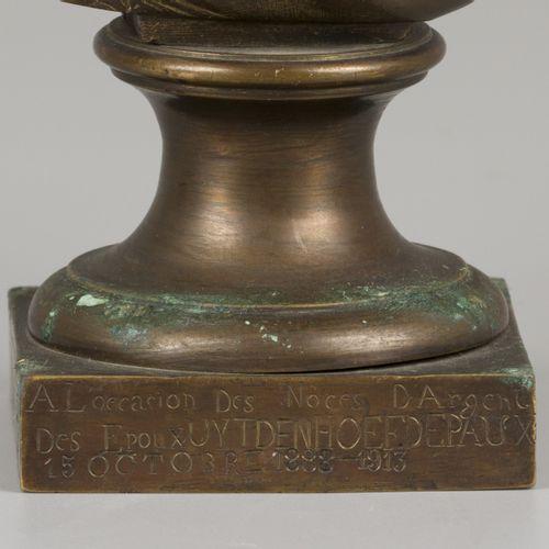 "A 19th. C. Bust of a lady, ca. 1900. 签名 ""G. Uijdenhoef""(背面),并题写 ""A l' occasion d…"