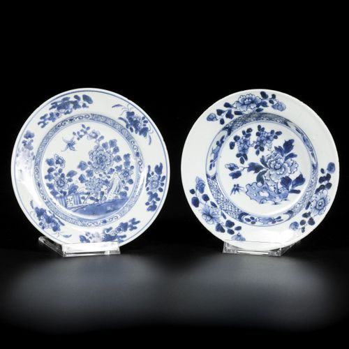 A lot comprising (2) porcelain plates with floral decoration, China, 18th centur…