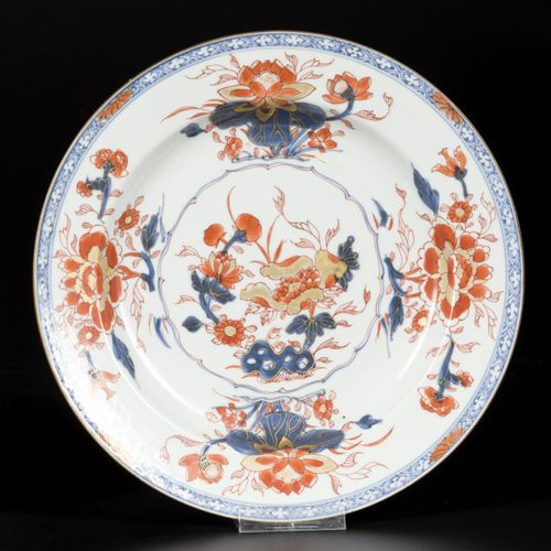 A set of (2) Imari porcelain chargers with floral decoration, China, 18th centur…