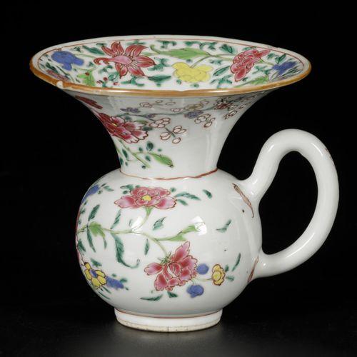 A porcelain spittoon with famille rose decoration, China, Yongzheng/Qianlong. Di…