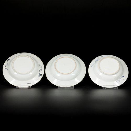 A lot comprising (3) porcelain plates with floral decoration, China, 18th centur…