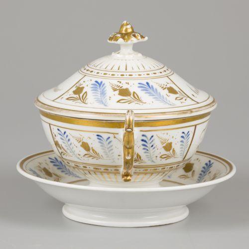 "A porcelain lidded terinne with saucer, France, 19th century. Annoté ""Amitié"" (s…"