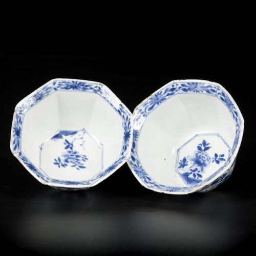 A set of (2) porcelain klapmuts bowls with floral decoration, angled model, Chin…