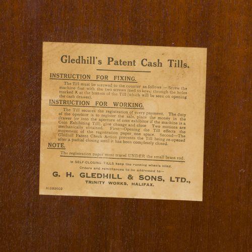 """Een mahogany """"G.H. Gledhill Ltd."""" cash till, late 19th century. 有配套的钥匙,序列号:11250…"""
